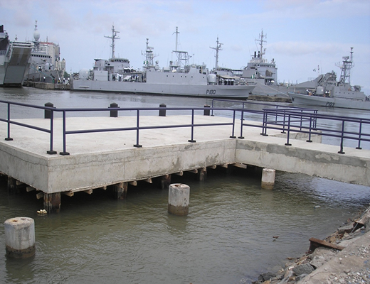 Nigerian Navy ships at a Lagos base(props:Gar3th)