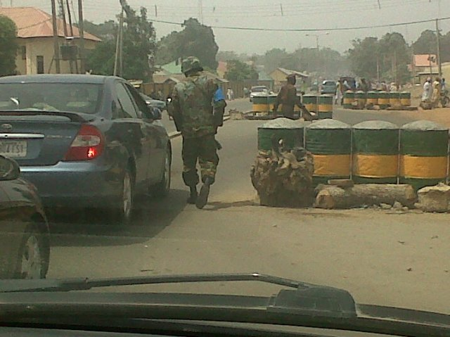 Troops of 1 Mechanised Division on the arterial Independence Way, Kaduna