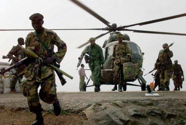 Nigerian ECOMOG artillerymen dismount for action during the Battle of Freetown II, 10 Jan 1999