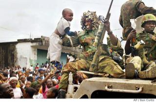 Nigerian peacekeepers arrive Monrovia to a tumultous welcome
