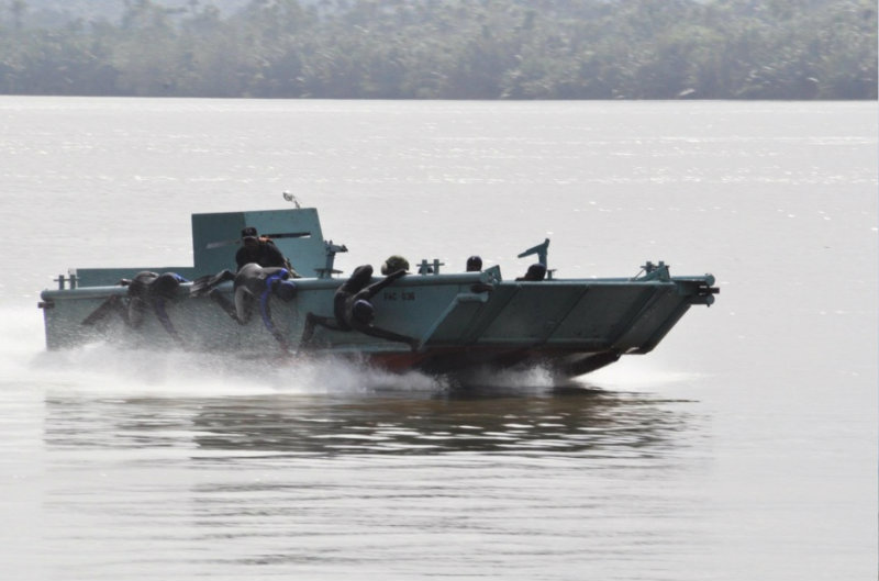 TYPICAL NIGERIAN NAVY SPECIAL BOAT SERVICE LANDING CRAFT ... | 800 x 529 jpeg 62kB