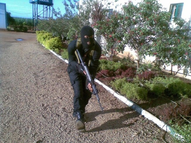 An operative of the Anti Terrorism Squad pressing on to his target