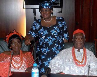 HRH Prof Isabel Okonjo(l), Dr Ngozi Okonjo-Iweala(c) and HRM(Agbogidi) Prof Chukwuka Okonjo