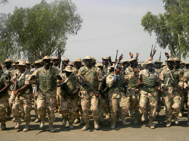 Nigerian soldiers in bullish mood prepare to depart for Mali