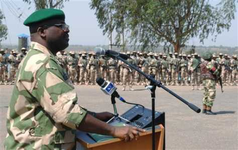 Chief of Army Staff, Lt.Gen Onyeabo Ihejirika addresses Mali-bound Nigerian soldiers