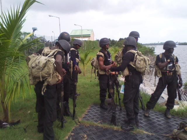 Prospective commandos of the Nigerian Navy Special Boat Service commandos gear up for tests