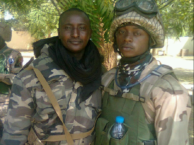 A Nigerian soldier and a Malian soldier